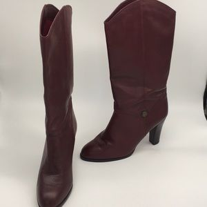 Beautiful Etienne Aigner vintage leather boots